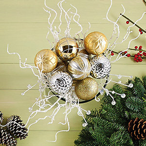 Holiday wreaths and dcor ornament decorations solutioingenieria Choice Image