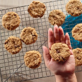 Gooey Peanut Butter and Oats Cookies