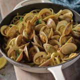 Linguini and Clams with White Wine and Garlic